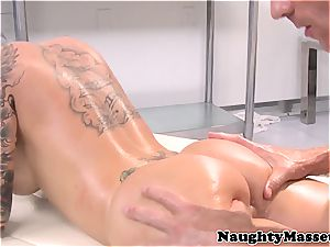 tattooed stunner gives a massage before getting pulverized