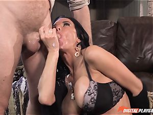 Veronica Avluv gets mayo ate off her cootchie