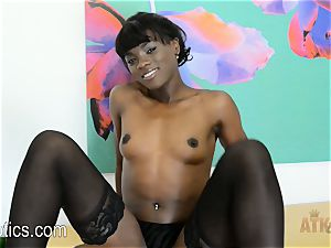Ana Foxxx peels off down and wanks