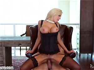 tatted hotty Nina Elle urgently needs an climax