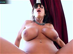 Lisa Ann likes sitting into Toni Ribas ample manmeat