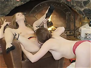 Xmas beaver grinding act with Chanel Preston and Jillian Janson