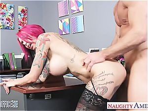 Anna Bell Peaks humid at the office for a excellent nail