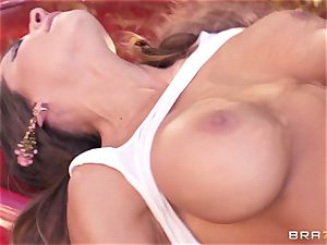 Luxury sex industry star Madison Ivy gets stiff boinked by Keiran Lee outdoor