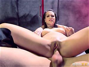Katarina Jade showcases how it should be done