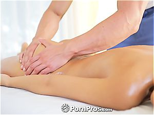 jaw-dropping Lola rails a meatpipe after a super-hot massage