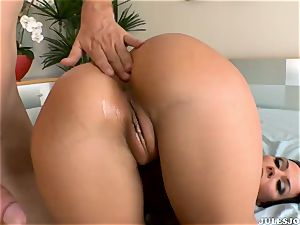 ginormous bum porn starlet Rachel Starr gets her brilliant backside first time porked