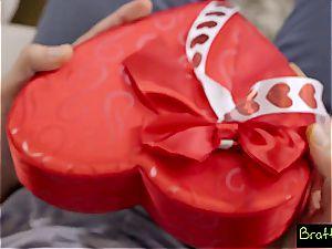 Bratty sista - LilSis Falls For Bros VDay Surprise S4:E4
